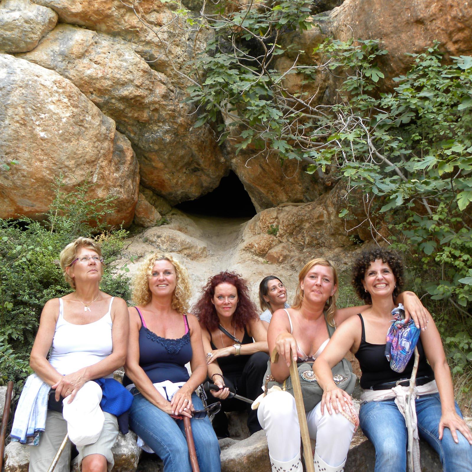 Rennes le Chateau - spirituele reis Frankrijk, de dames bij de grot