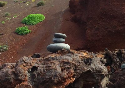 14-keien-op-elkaar-gestapeld-spirituele-vakantie-lanzarote-canarische-eilanden