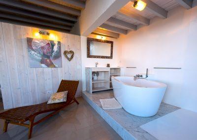 bath-in-masted-suite-casa-volcan-lanzarote-cvdvi
