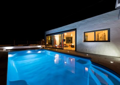 pool-and-lounge-by-night-casa-volcan-lanzarote-cvdvi