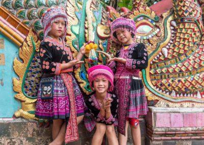 DEVINUS spirituelereis Thailand Chiang Mai - kinder bij een tempel